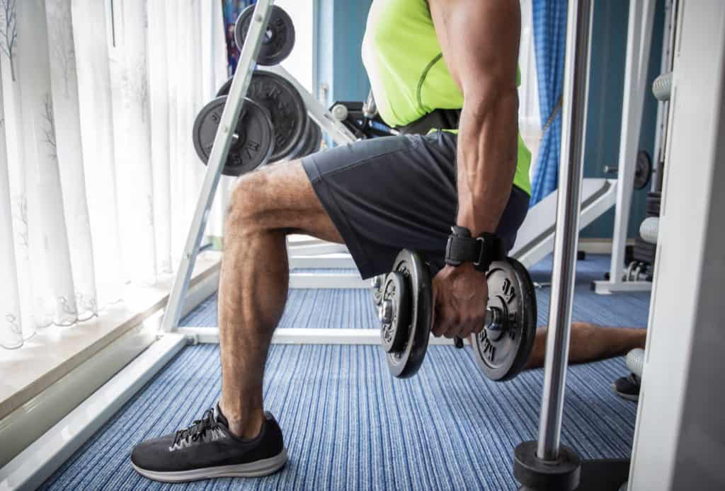 muscular man lifting weights at the gym exercising for a healthy lifestyle t20 P3lEjJ